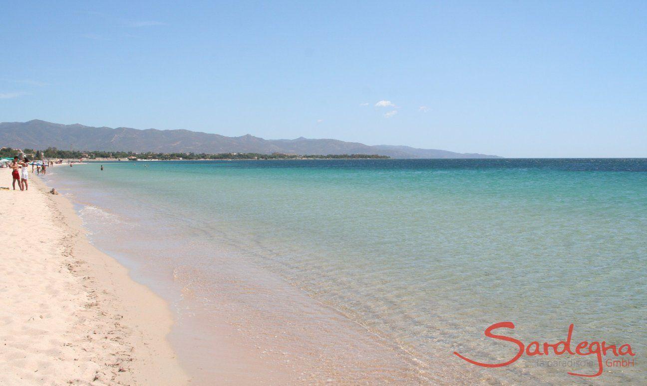 Poetto 9 km di spiaggia di sabbia bianca attaccato a Cagliari