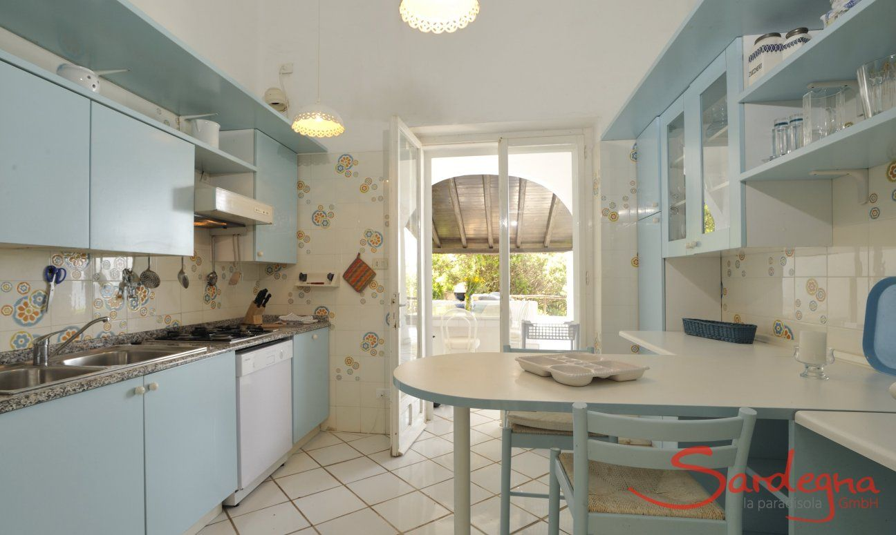 Cucina con accesso alla terrazza  Villa Belle, Torre delle Stelle