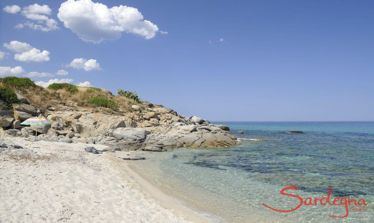 Spiaggia davanti al condominio di  Sant Elmo