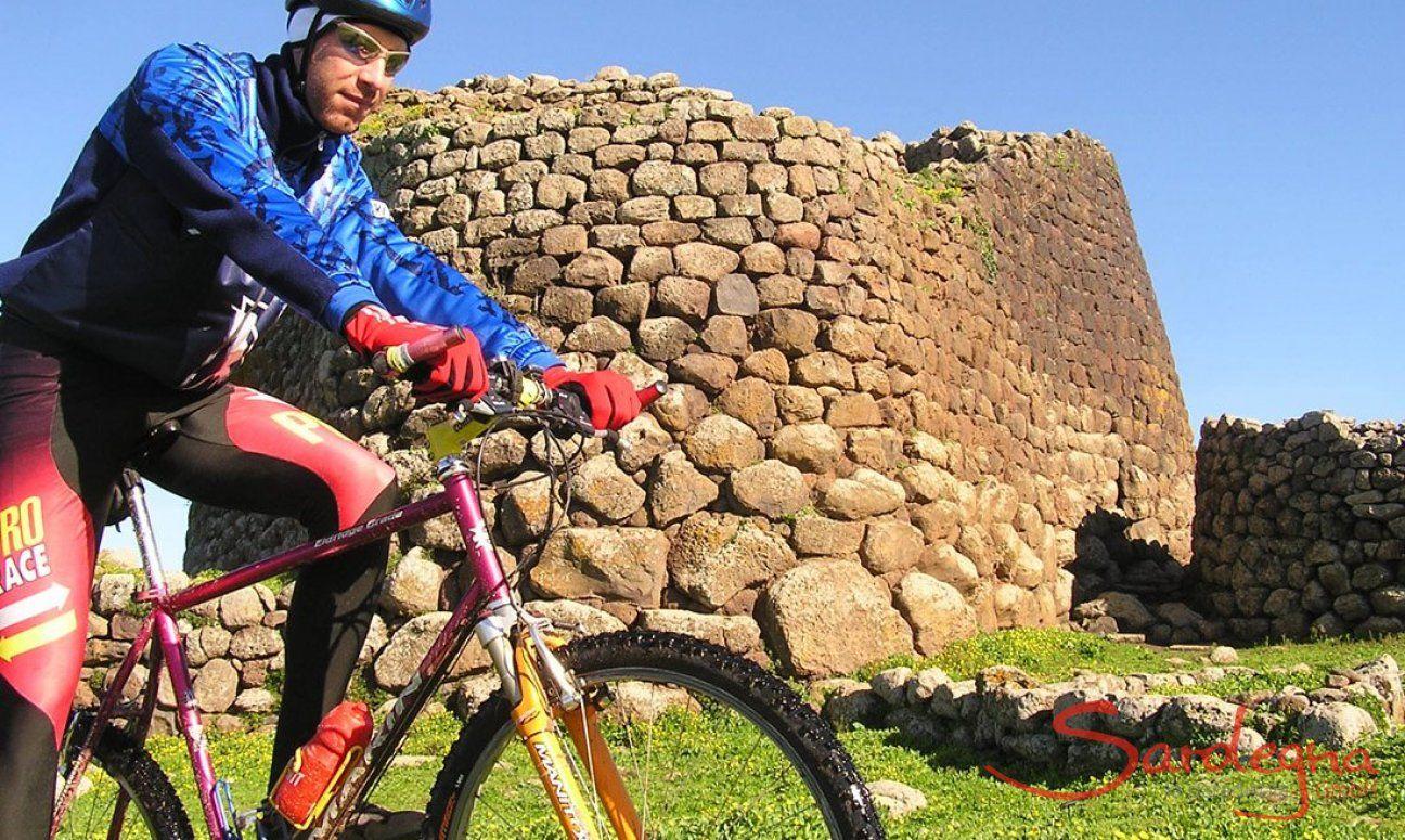 Escursione in bici nei pressi del Nuraghe Losa