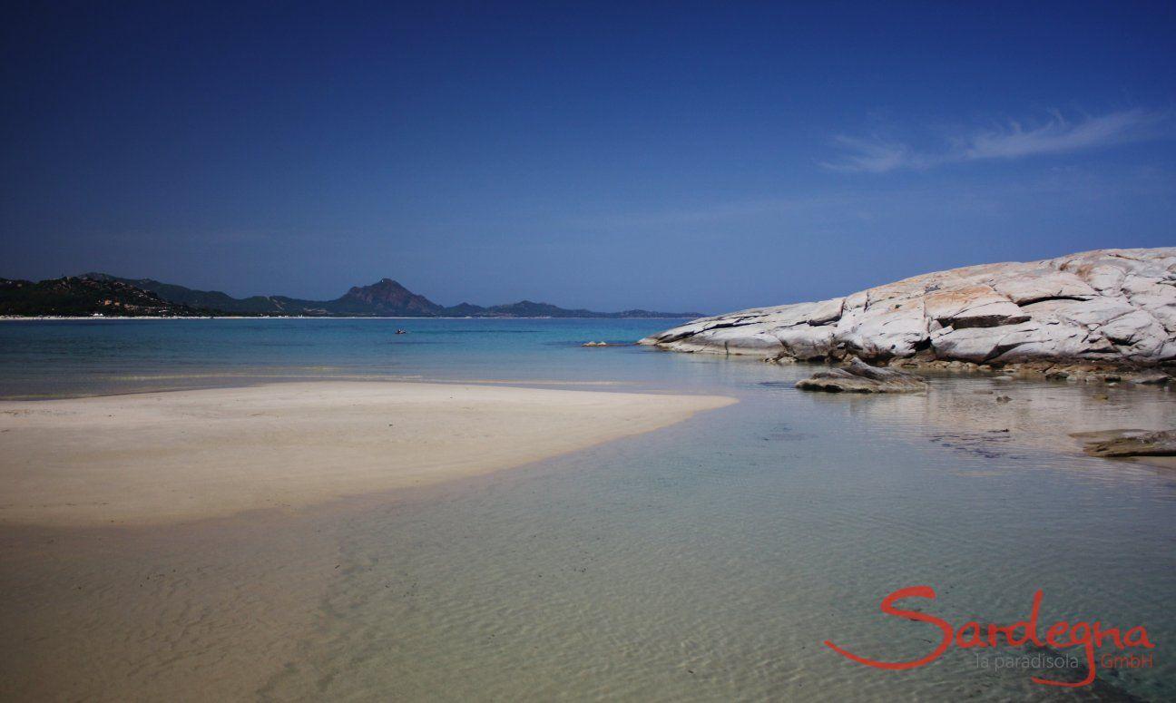 Scoglio di Peppino; Spiaggia, Costa Rei; 10 minuti passeggiata lungo la spiaggiia