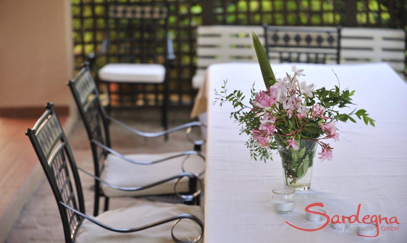 Terrazza con tavolo