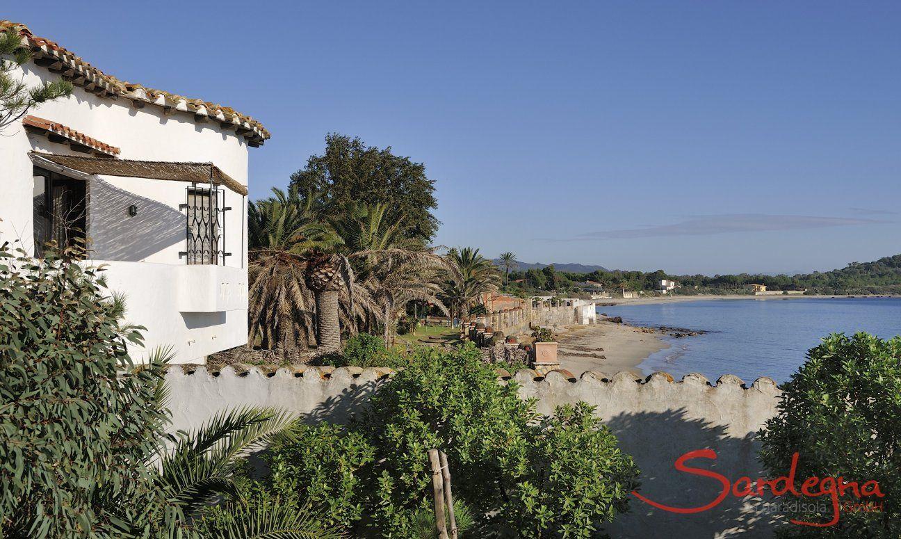 Vista della terrazza della spiaggia e del mare