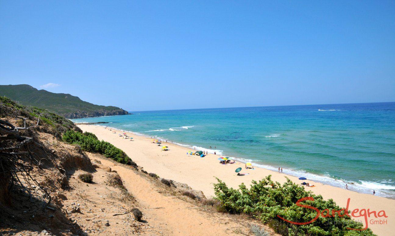 Spiaggia di Portixeddu sulla costa ovest della Sardegna