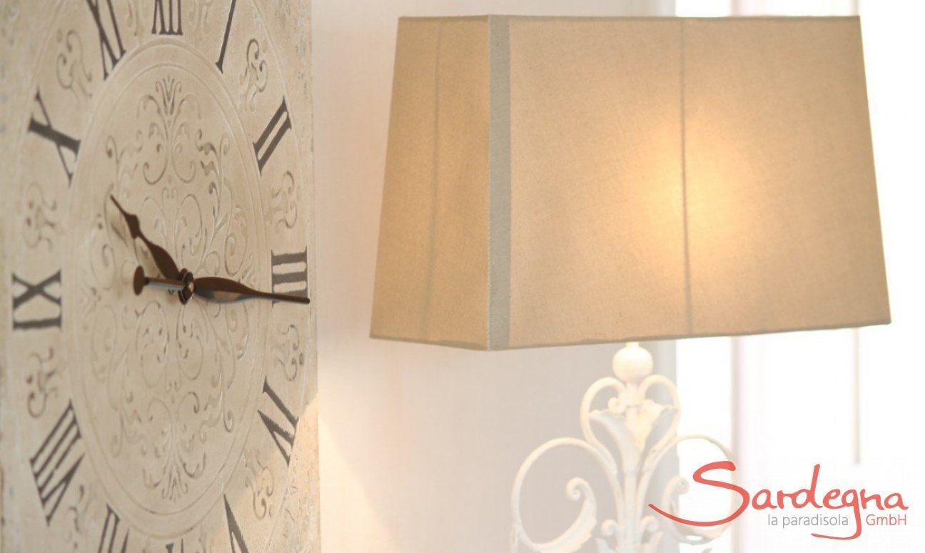 Orologia da muro in stile shabby e lampada