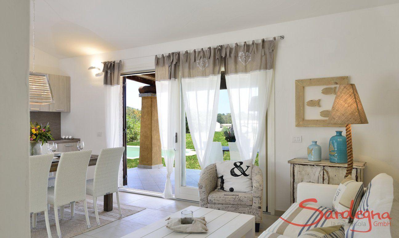 Sala con porta per la piscina di  Villa Campidano 21