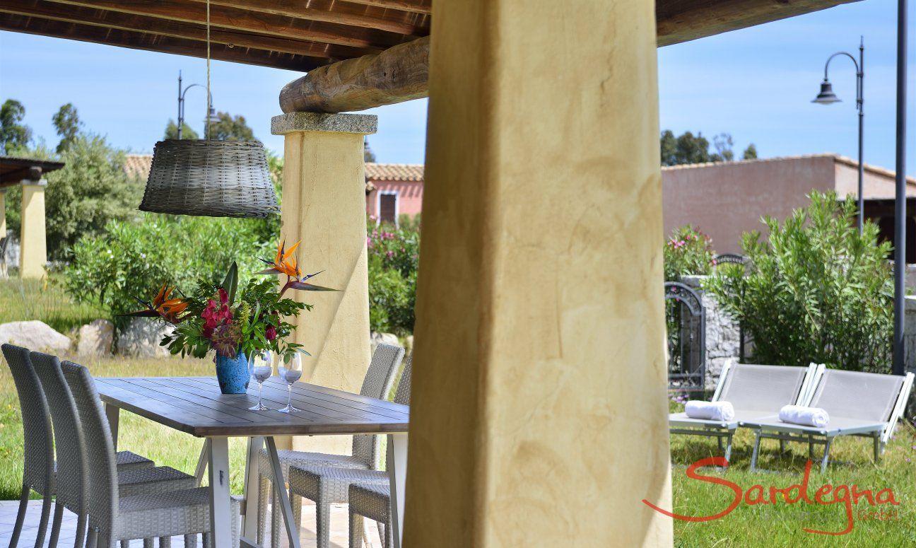 Veranda con giardino