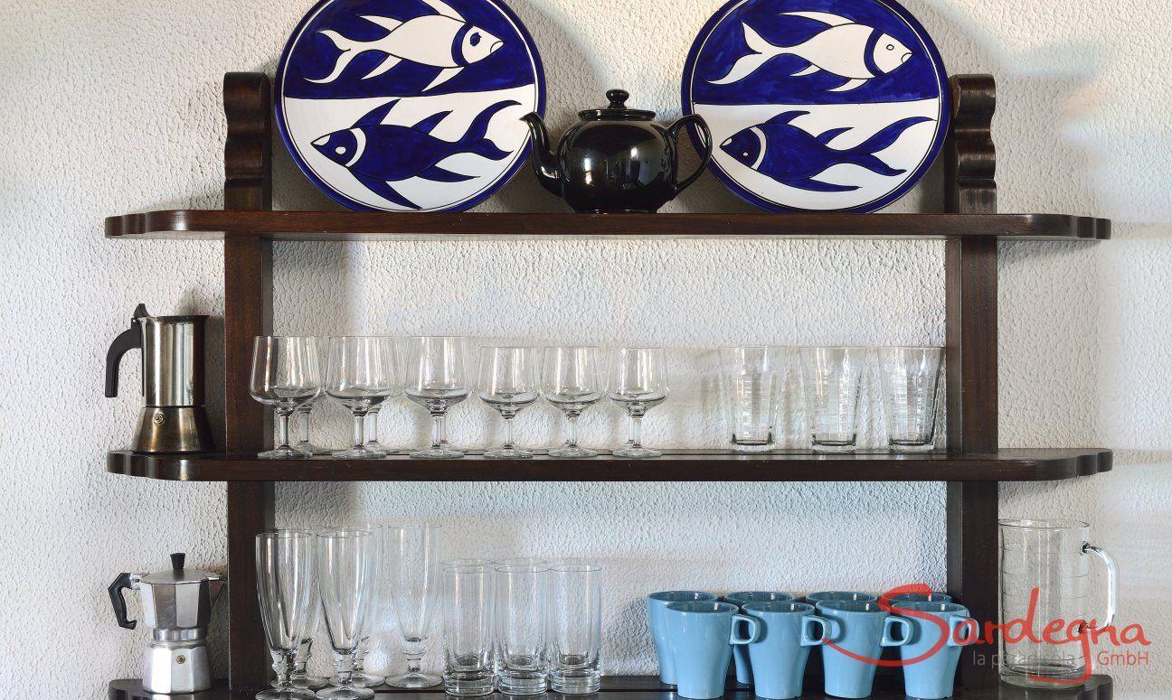 Scaffale decorativo nel salotto