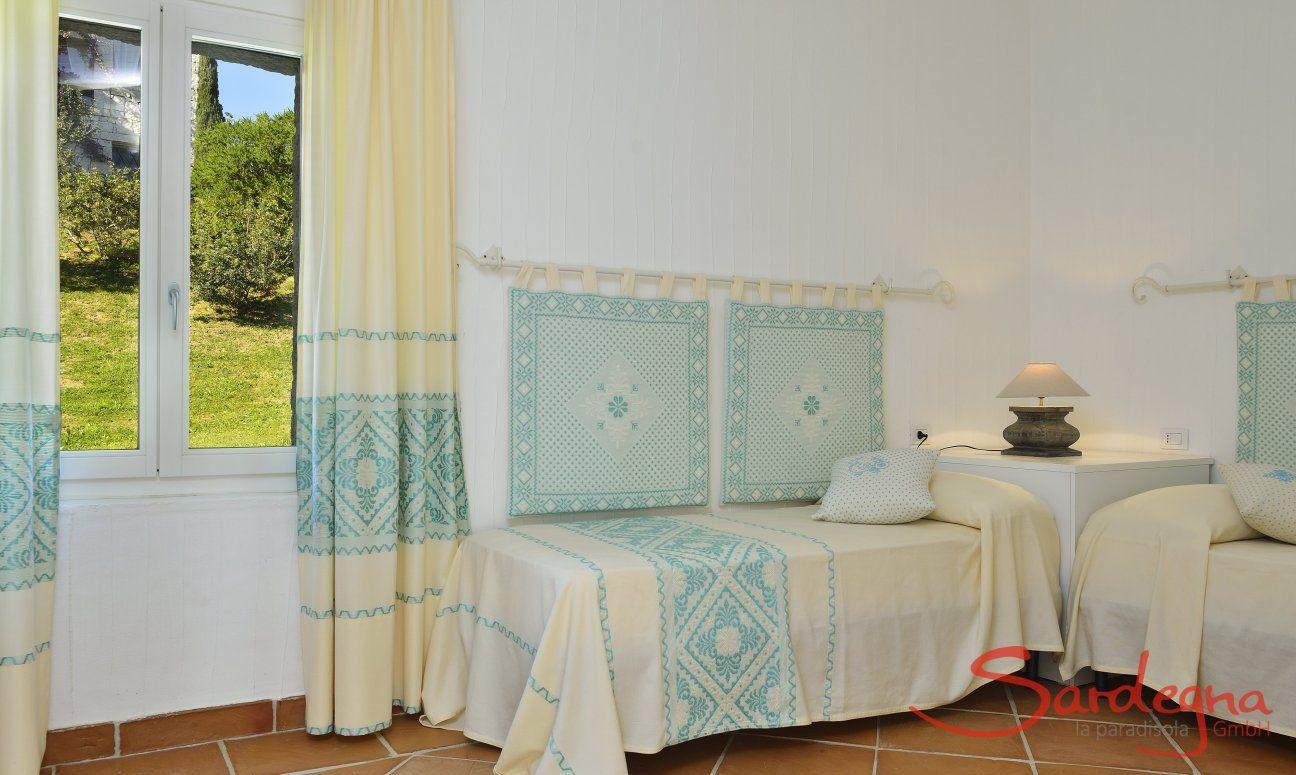 Camera con due letti singoli e con vista nel verde Li Conchi 7