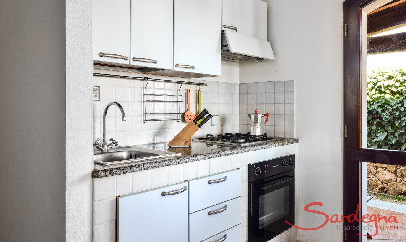 Cucina primo piano con forno e cucina a gas