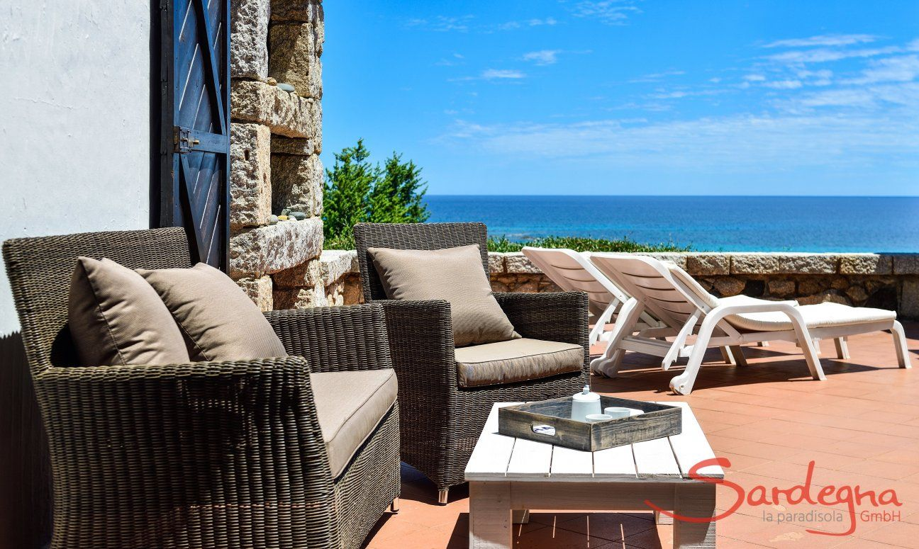 Terrazza con divano, lettini da sole e vista mare, Casa 24, Sant Elmo