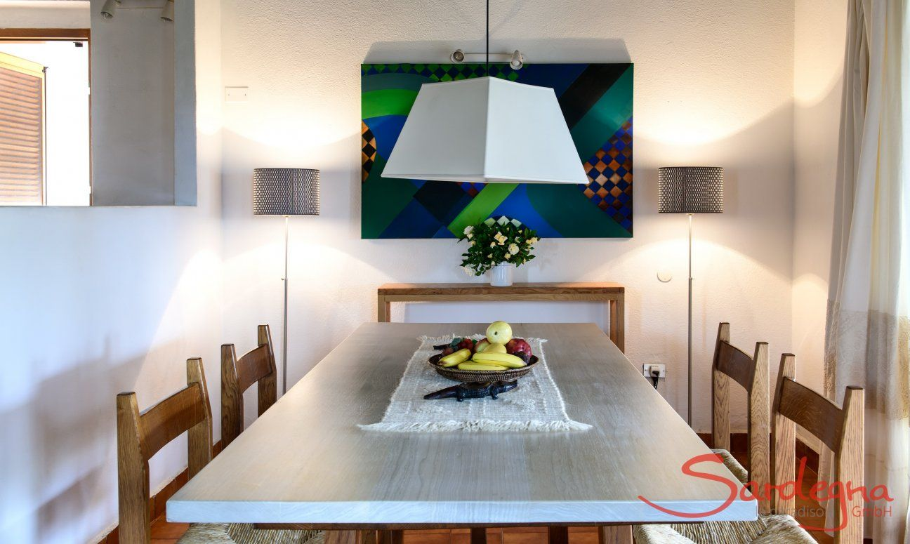Tavolo da pranzo in legno chiaro
