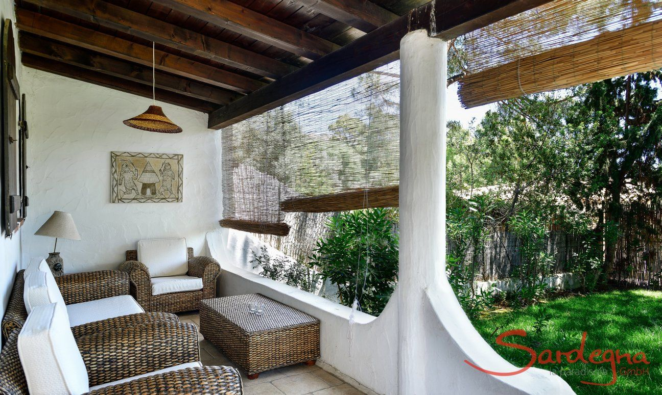 Commodo divano in veranda con tetto