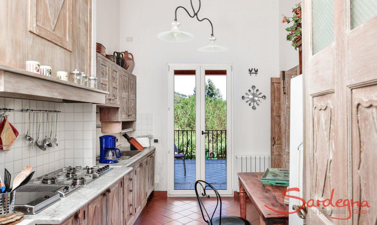 Cucina con porta sulla veranda