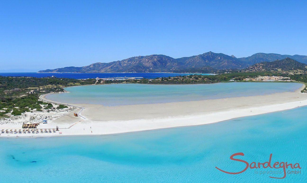 Spiaggia di porto Giunco, lata ovest della spiaggia di fornte Villa Liliana