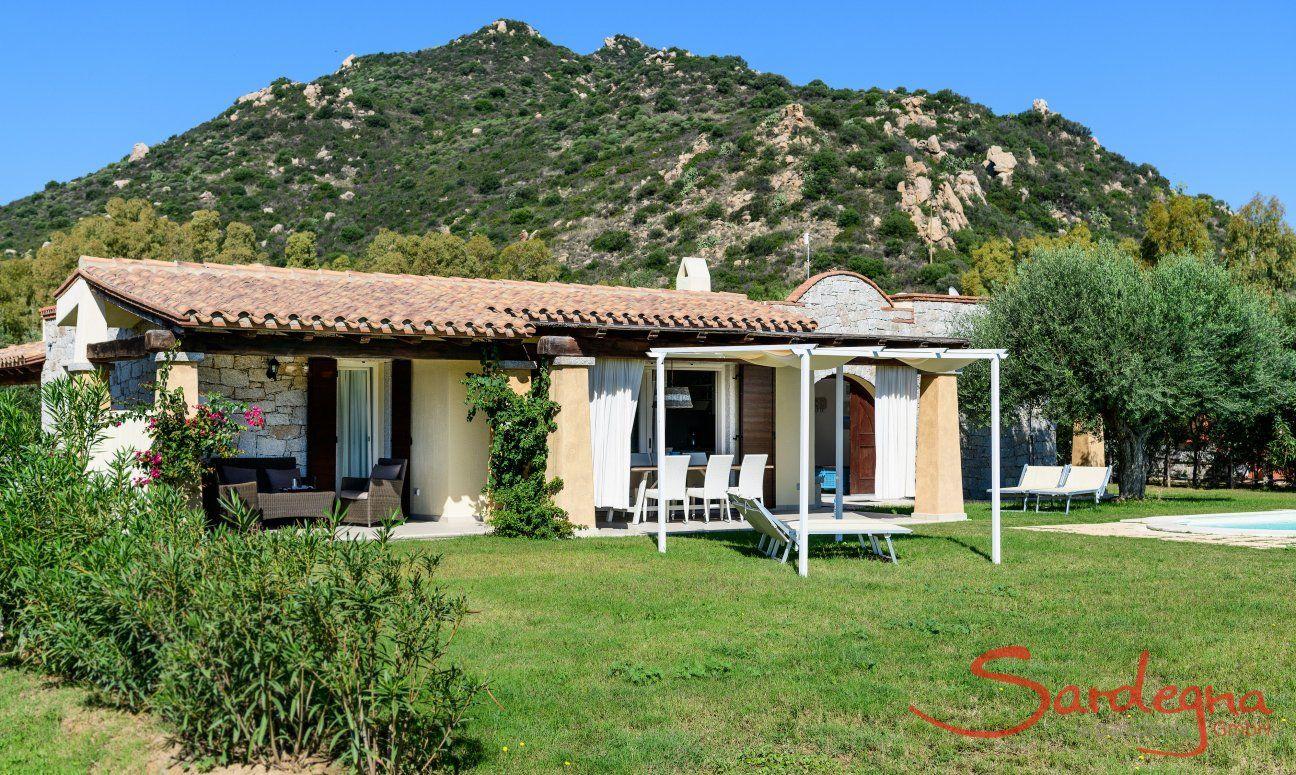 Posizione di  Villa Campidano 21 con giardino e montagna