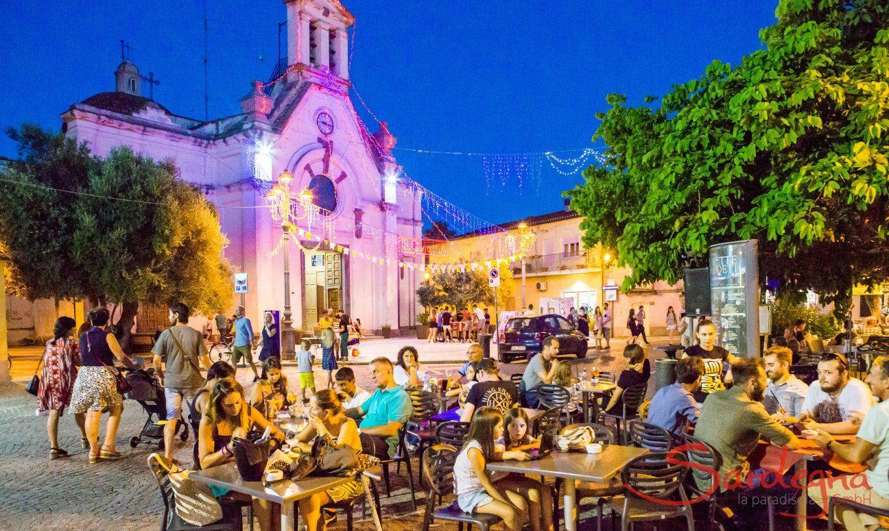 Il paese di Pula si anima nelle notti estive
