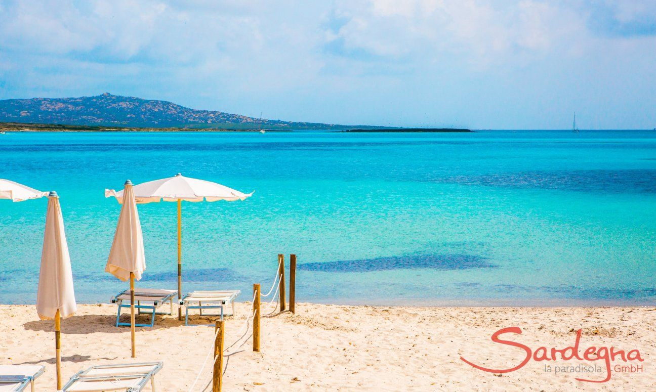 Noleggio di lettini e ombrelloni sulla spiaggia La Pelosa Stintino