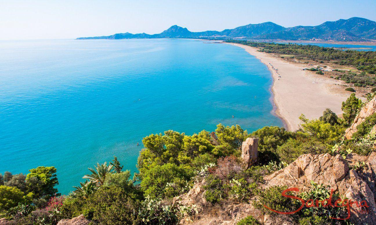 Tutta la spiaggia di Torresalinas con la sua costa