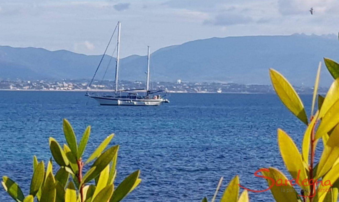 Vista sul mare della baia di Cagliari
