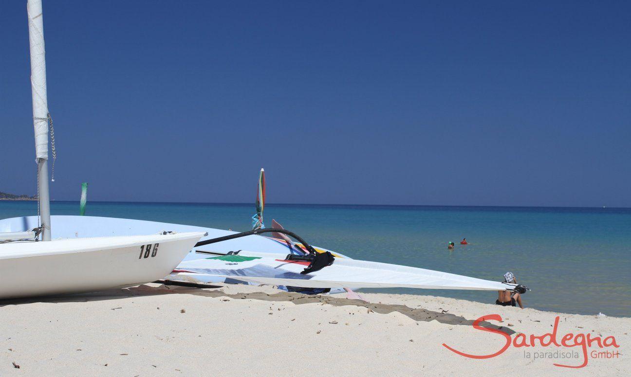 Surf e Laser sulla spiaggia di Cala Sinzias