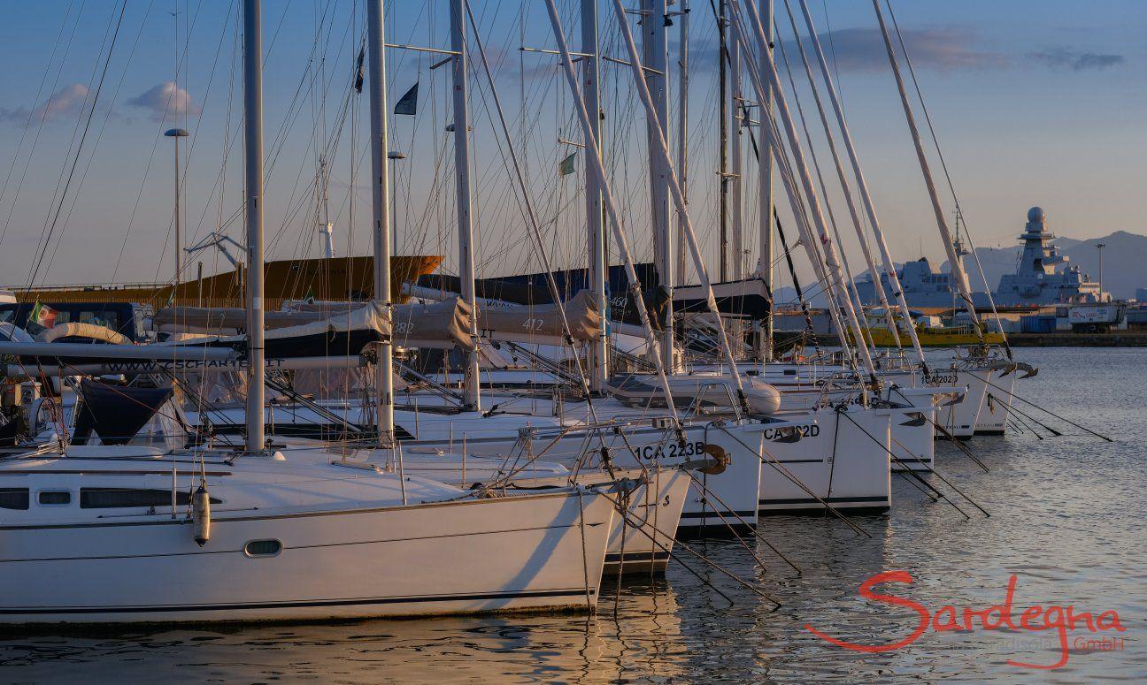 Barche a vela nel porto di Cagliari, Capo luogo Sardegna