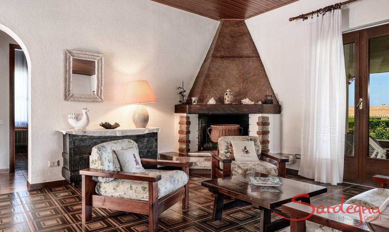 Sala con camino, Villa Palme, Costa Rei