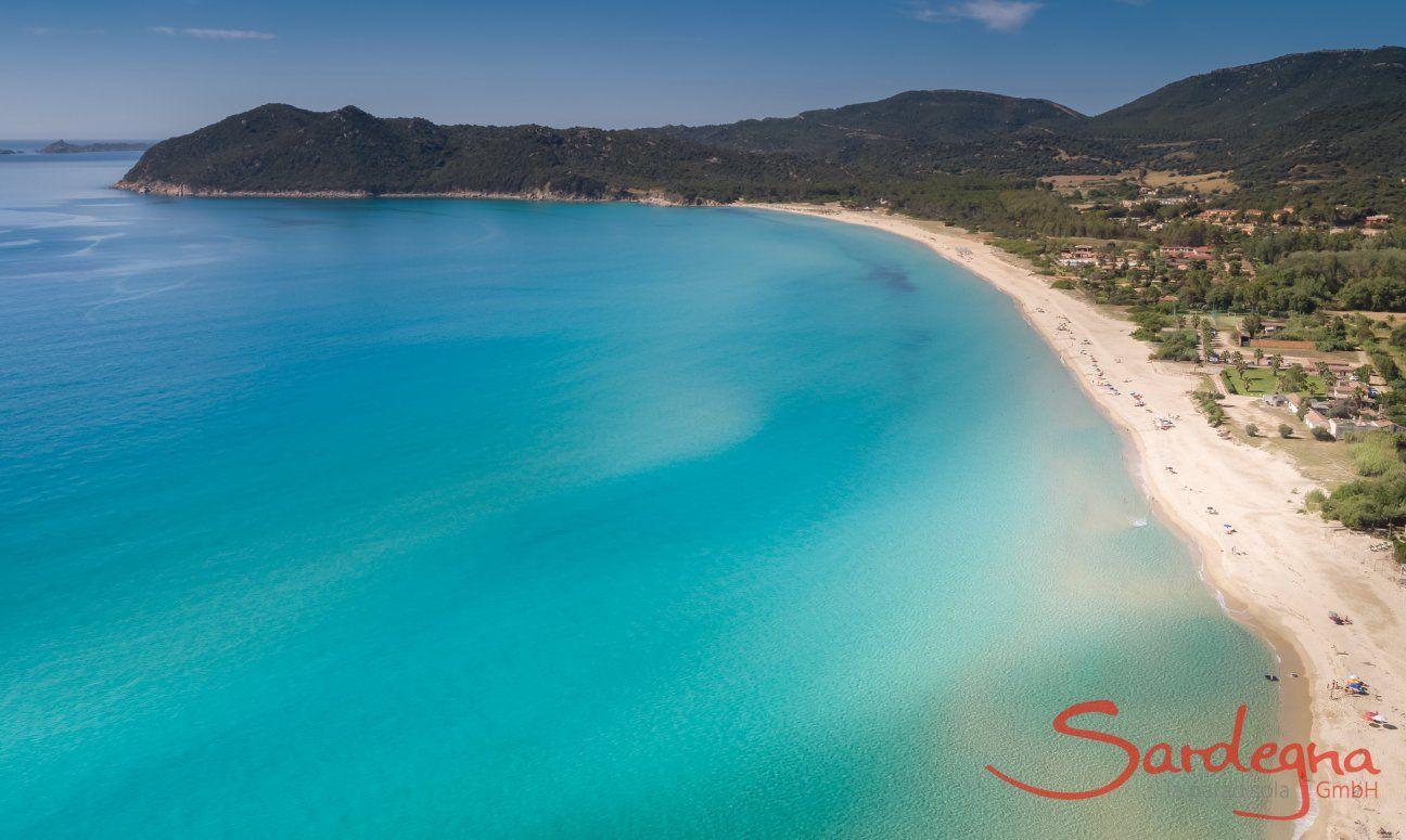 Vista panoramica spiaggia di sabbia