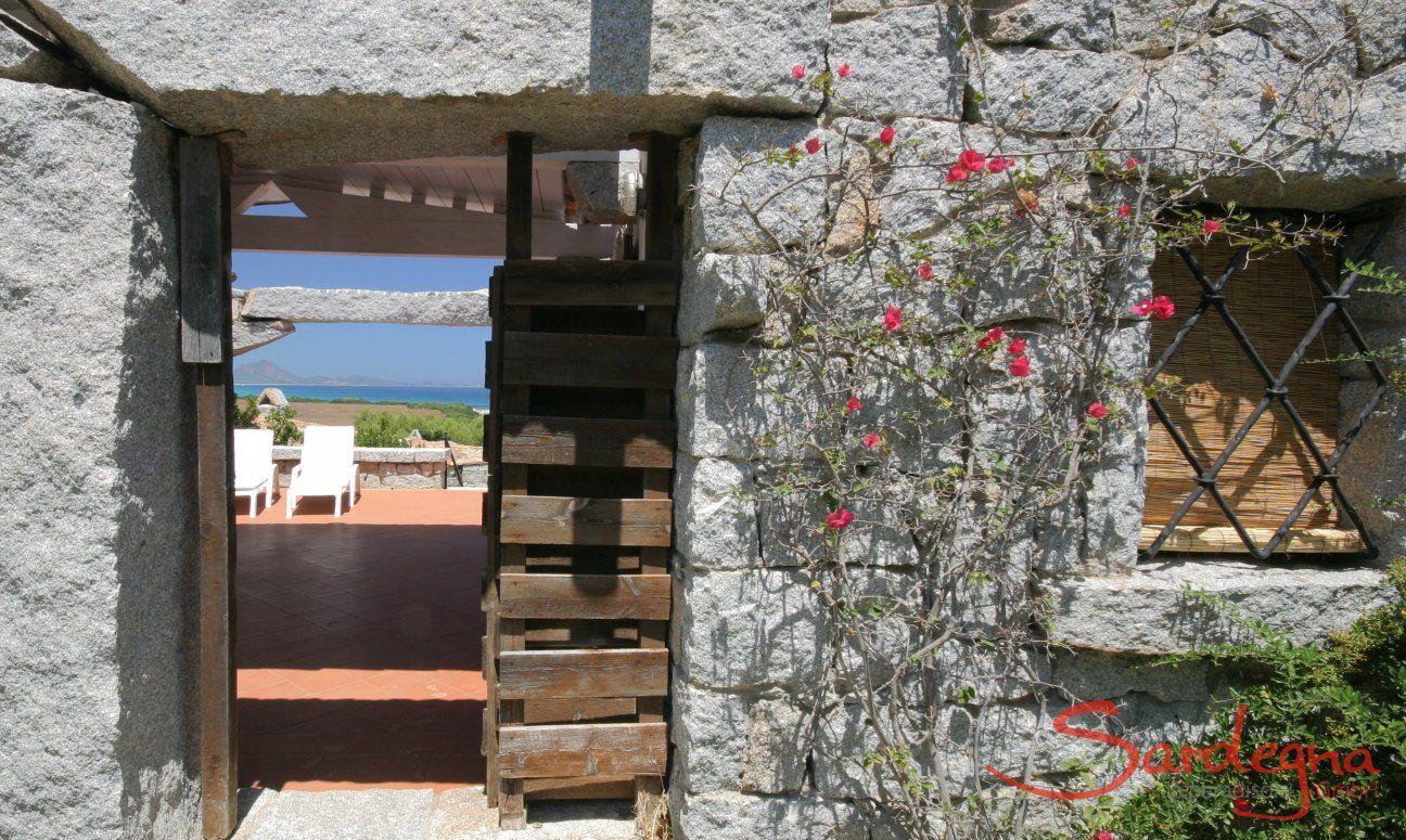 Entrata in granito alla casa vacanza Casa 20, Sant Elmo