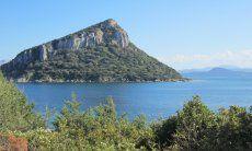 Vista sull'isola di Figarolo davanti a Golfo Aranci, Olbia