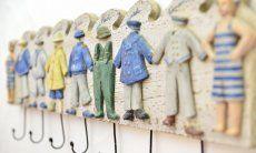 Appendiabiti in legno con deco colorato  Villa Serena, Costa Rei