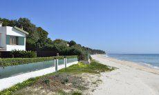 Spiaggia di Santa Margherita di Pula con Villa Massidda
