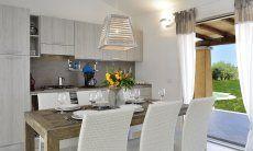 Cucina e tavolo con vista giardino  Villa Campidano 21
