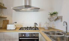Cucina con forno, fornelli a gas, cappa e lavello Li Conchi 7
