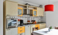 Cucina seminterrato con forno e cucina a gas