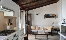 Salotto con cucina in stile moderna con pavimento grigio