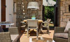 Salotto e Pranzo all'esterno sulla veranda di Li Conchi 5