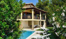 Piscina e Villa