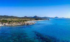 Vista aerea della spiaggia e del mare di Sant Elmo verso Costa Rei