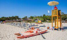 Spiaggia di Orrì con stabilimento balneare con bagnino