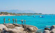 Spiaggia di Orrì con rocce in granito e giochi d'acqua