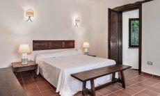 Camera 5 con letto matrimoniale e bagno ne semi interrato