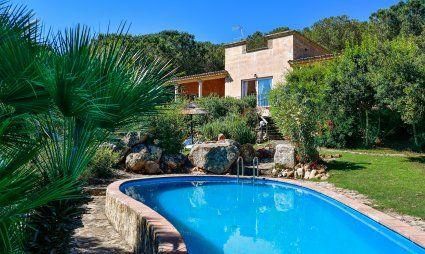 Piscina con giardino e villa